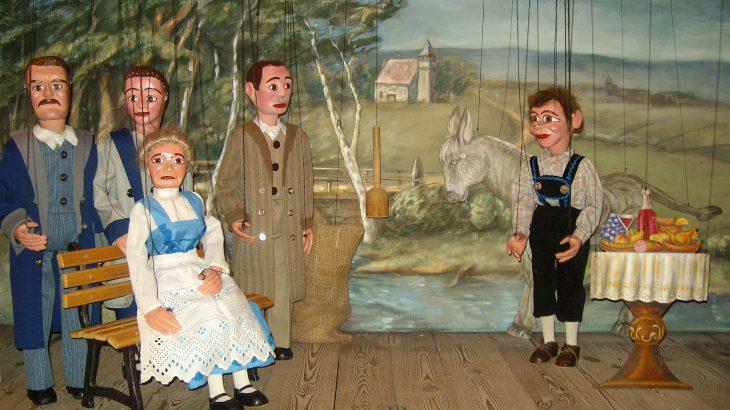 Tischlein deck dich,.... Marionettentheater